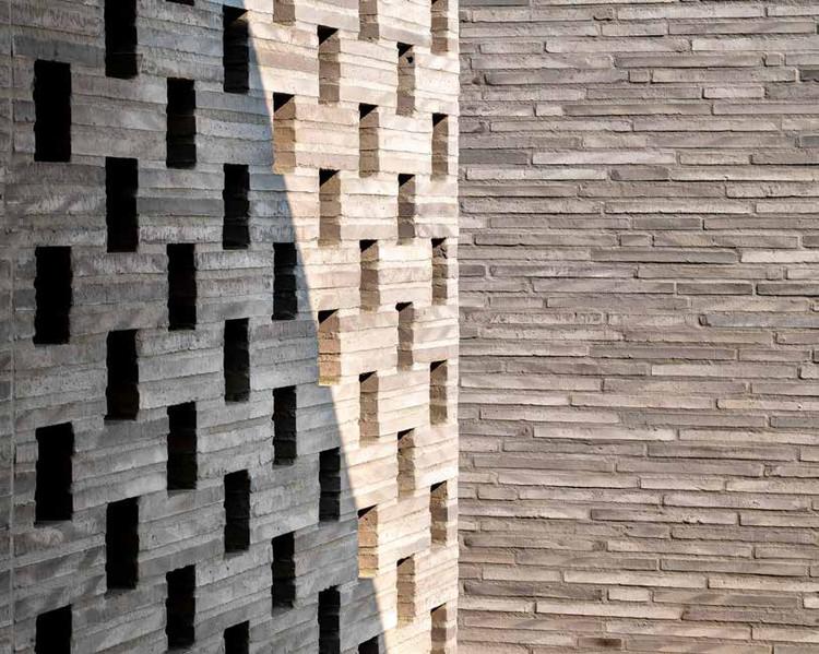 Ladrillos largos y esbeltos: Creando fachadas delicadas y de apariencia artesanal, Villa Peer
