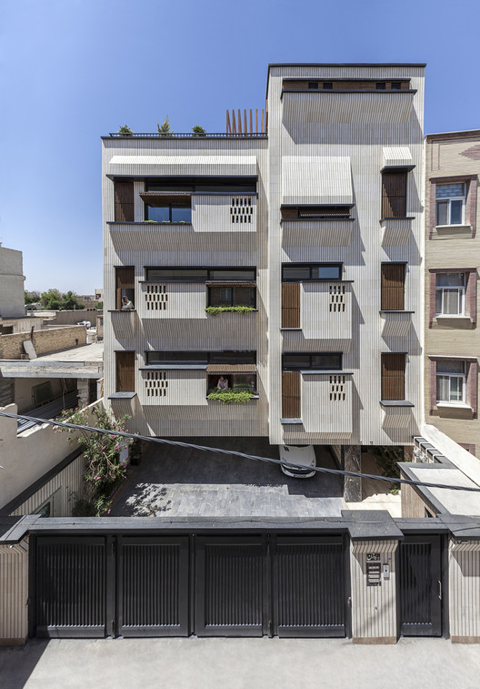 Rouzan Residential Building  / Seyed Hamed Jafari