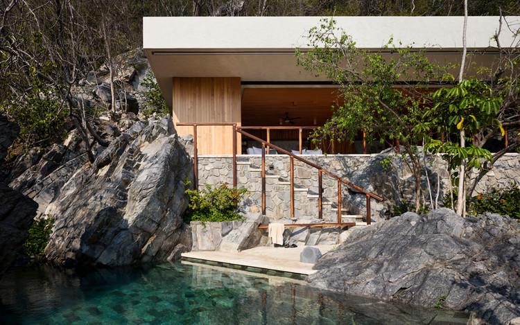 Arquitectura en México: proyectos que utilizan piedra, SJAIII / CDM Casas de México. Image © Rory Gardiner