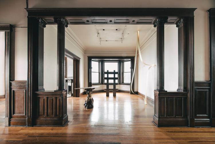 MASA Gallery presenta exhibición con trabajos de Héctor Esrawe, LANZA Atelier, Tezontle y Savvy Studio, © Genevieve Lutkin