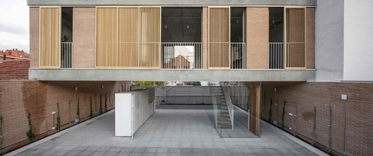 Casa sobre un patio / Ayllón Paradela Deandrés Arquitectos