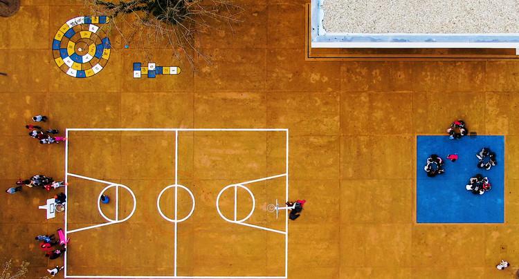 Vídeo explora o espaço e os usos cotidianos em uma escola infantil no Porto, Escola do Bom Sucesso / CREA. Screenshot do vídeo