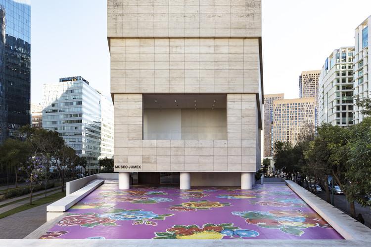 Mariposa B1-09: la obra de Michael Lin que transforma la plaza del Museo Jumex en la Ciudad de México, Vista del proyecto Michael Lin: Mariposa B1 - 09 Museo Jumex, 2020. Image © Abigail Enzaldo