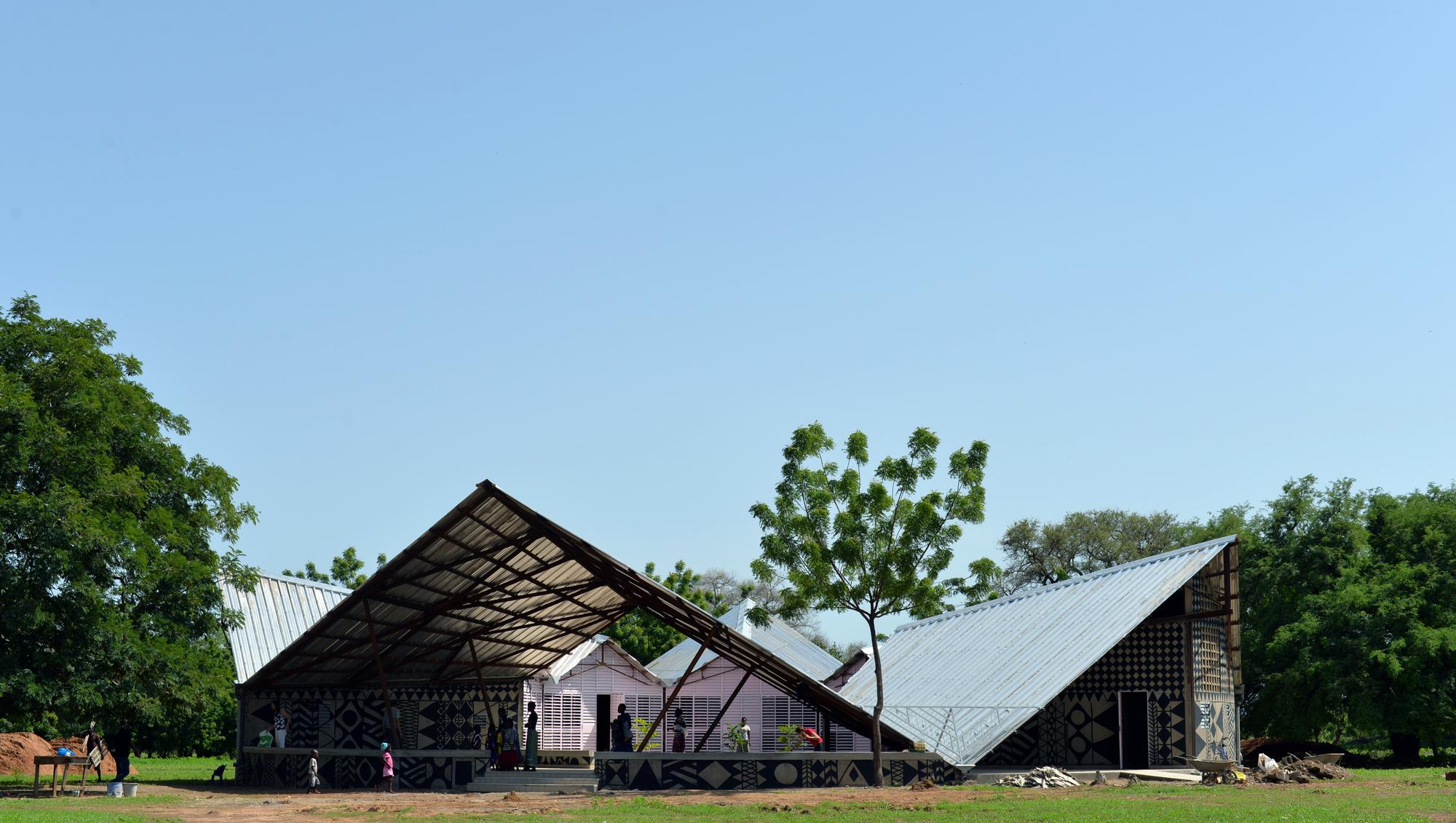Sabou School / 3RW Arkitekter