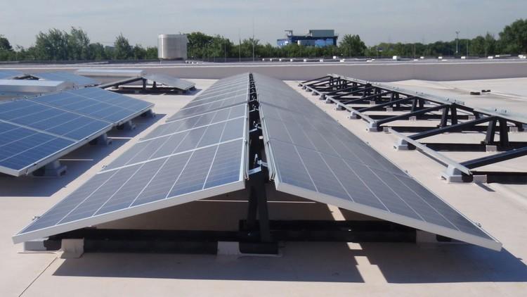 Lo 'bueno, lo malo y lo feo' de los sistemas solares fotovoltaicos para techos, Cortesía de AEC Daily