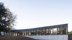 Cafetería escolar y salón multiuso / LT2A