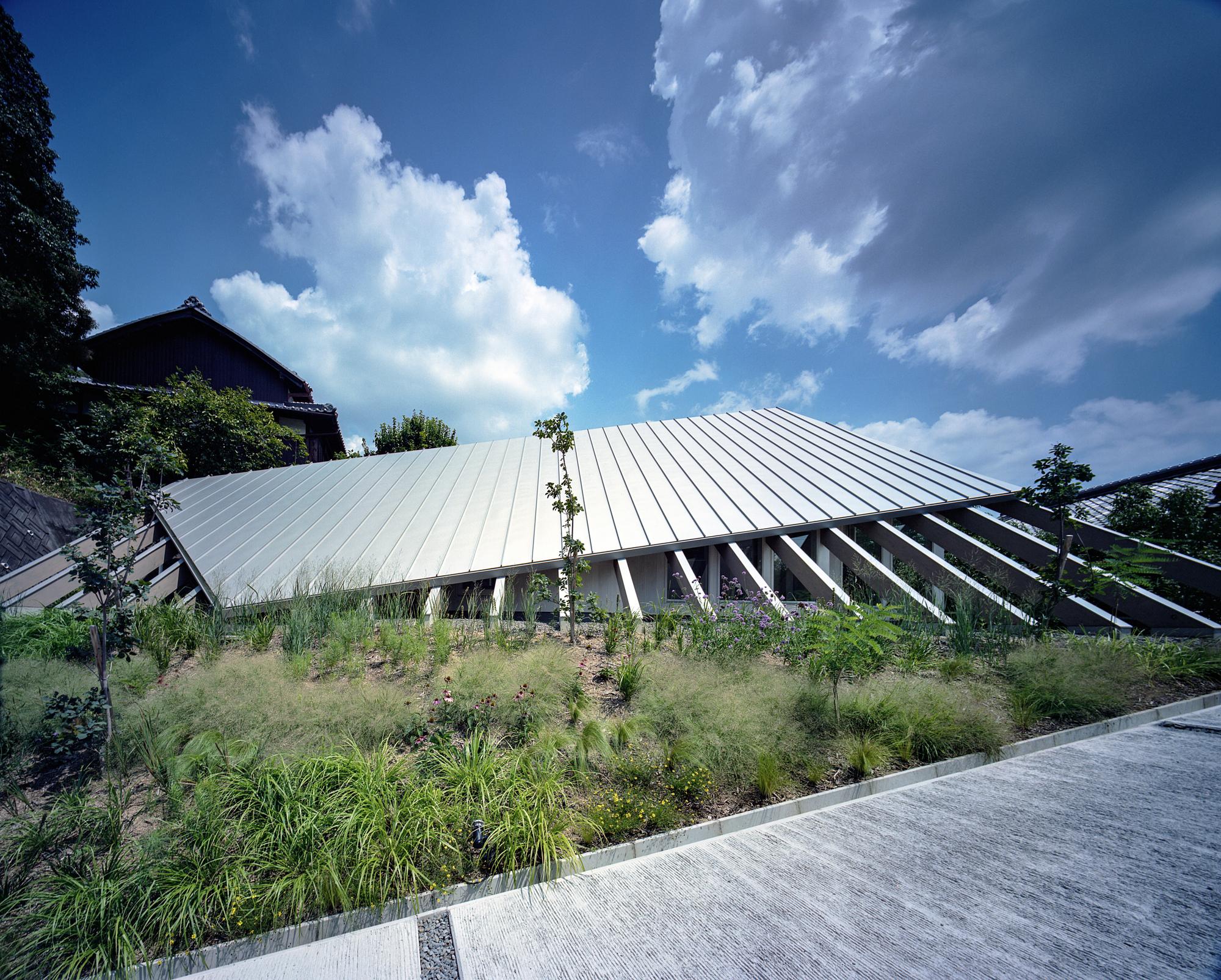 House in Gakuenmae / Fujiwaramuro Architects