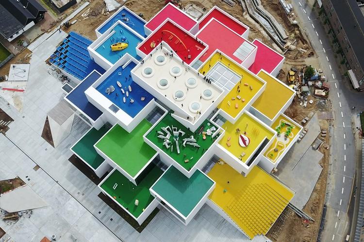 """""""Se você olha, escuta e aprende, há muito com o que brincar"""": entrevista com Bjarke Ingels, LEGO House © Kim Christensen"""