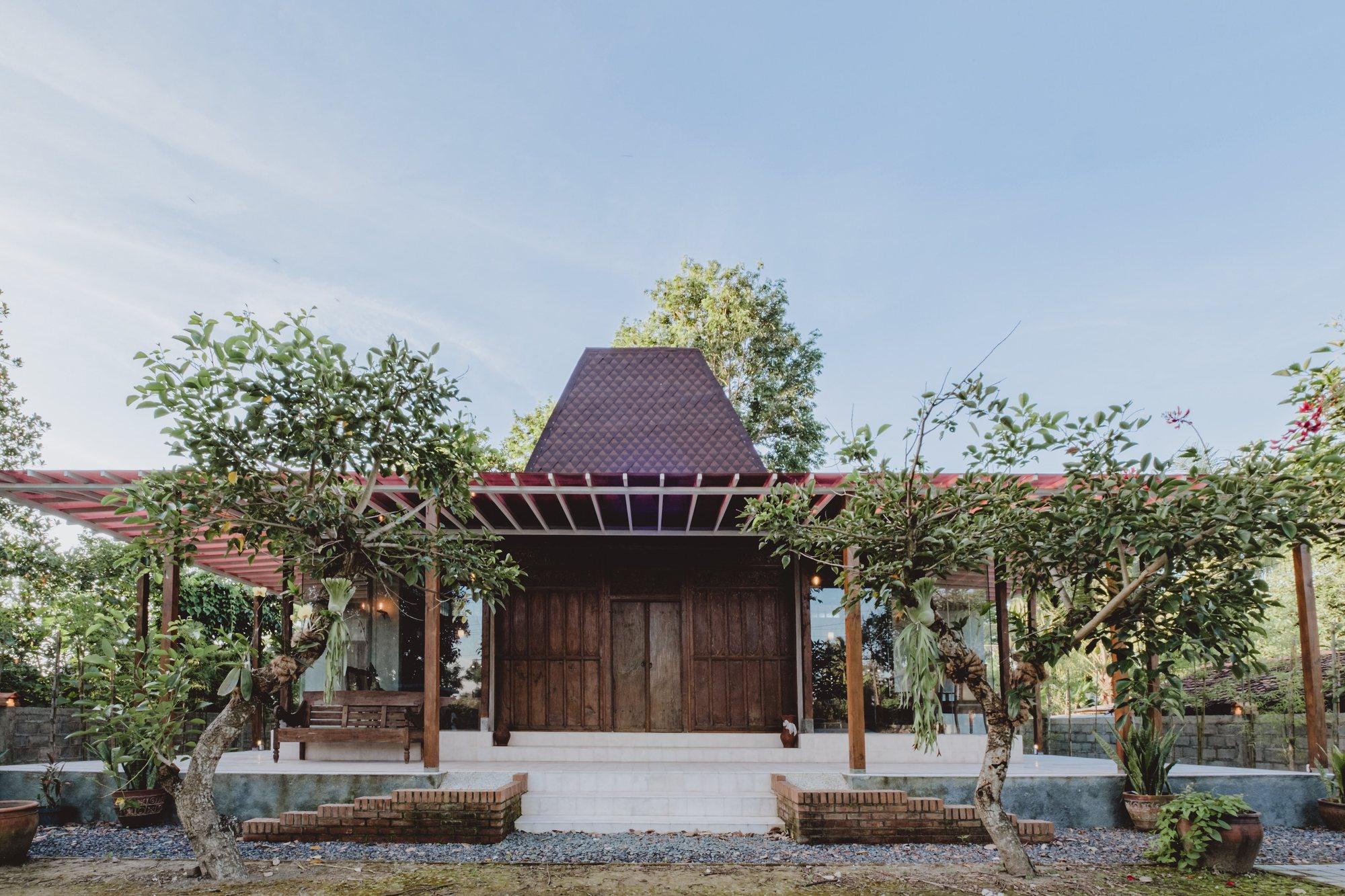 Joglo Ngebo House / Umran Studio
