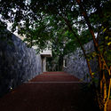 01   Entrance to Villa - Pia's Villa / MMGS ARCHITECTS: Biệt thự hiện đại trên đồi với không gian thoáng tự nhiên