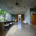 03.3  Living Dining spaces  facing the main entrance - Pia's Villa / MMGS ARCHITECTS: Biệt thự hiện đại trên đồi với không gian thoáng tự nhiên
