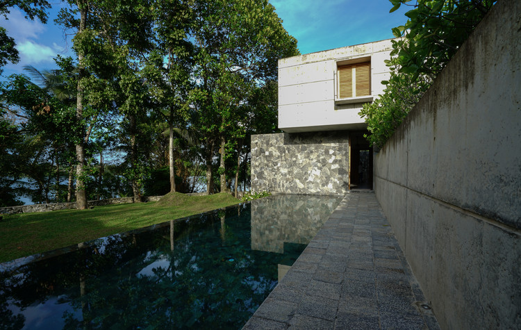 05  View of the Villa from the poolside - Pia's Villa / MMGS ARCHITECTS: Biệt thự hiện đại trên đồi với không gian thoáng tự nhiên