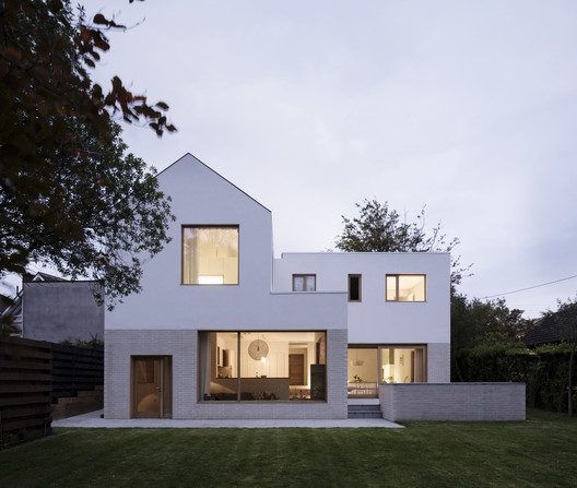Dundrum House / Peter Legge Associates