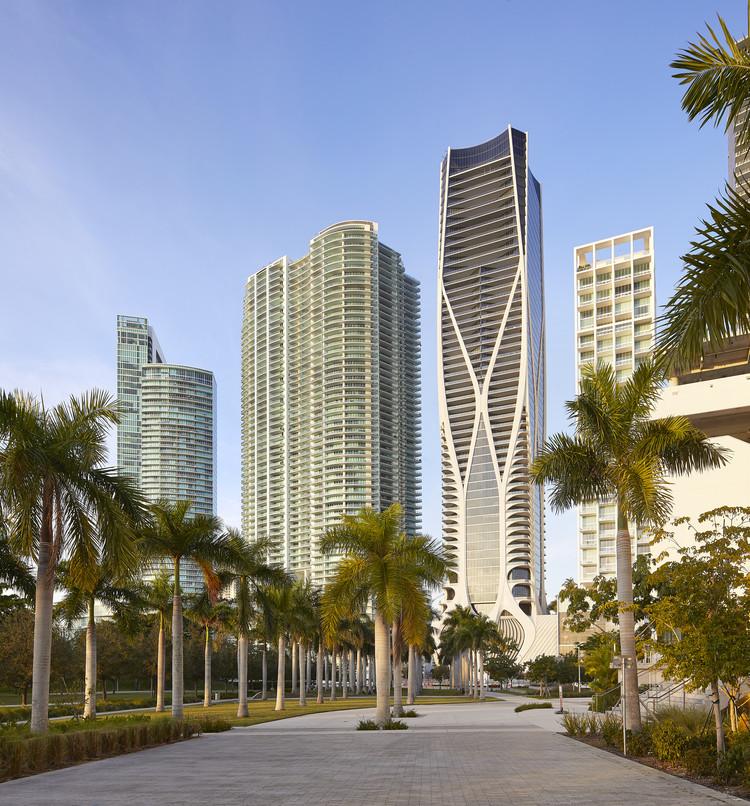 Edifício residencial One Thousand Museum / Zaha Hadid Architects, © Hufton+Crow