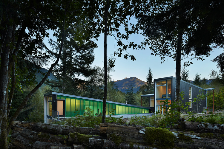 Bear Run Cabin / David Coleman Architecture, © Benjamin Benschneider