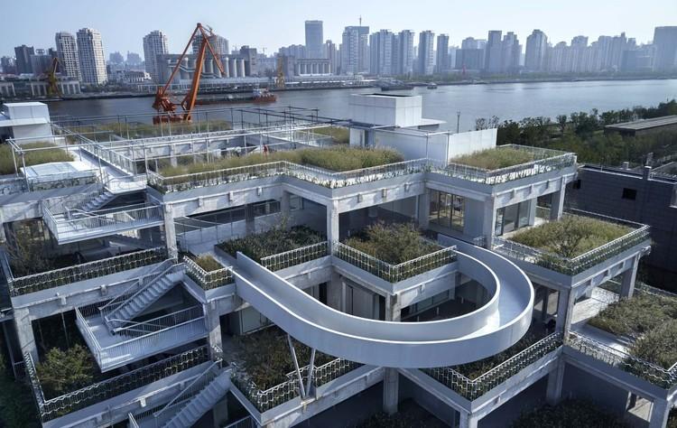 Edifício Green Hill / TJAD Original Design Studio, Caminhos no terraço. Imagem © ZY Architectural Photography