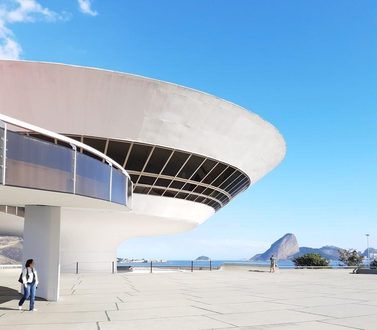 MAC Niterói é eleito uma das 10 obras mais influentes dos últimos 50 anos, Museu de Arte Contemporânea de Niterói. Foto de Washington Oliveira, via Unsplash