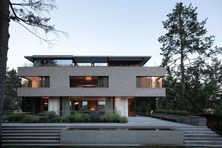 Villa Vista / Znameni Ctyr Architekti, © Alex Shoots Buildings