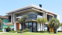 Casa Enseada 481 / BRZL | Brazil Arquitetos