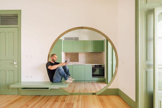 Latino Coelho Apartment / Manuel Cachão Tojal. Image © Francisco Nogueira