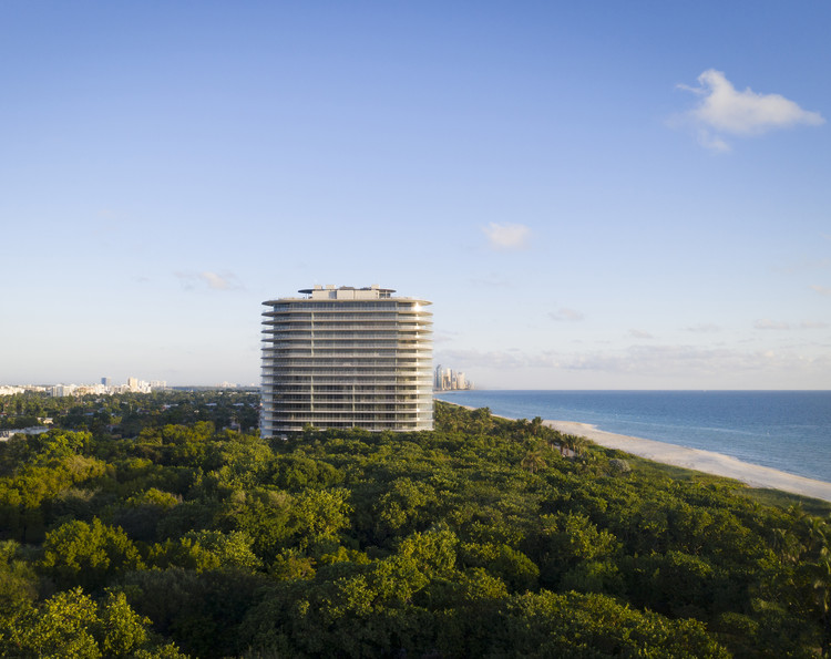 Renzo Piano Unveils Images of First Completed Residential Building in Miami, © The Boundary