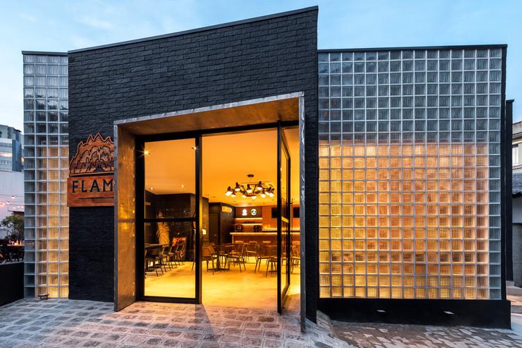 Flame Casual Bar / Giuliano Marchiorato Arquitetos, © Eduardo Macarios