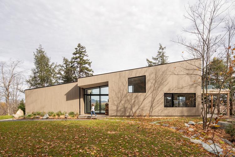 Maison Perchée  / Natalie Dionne Architecture, © Raphaël Thibodeau