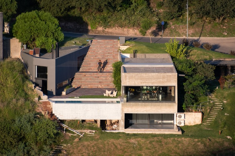 A House Hidden in the Landscape / Bender Freiberg Arquitectos, © Gonzalo Viramonte