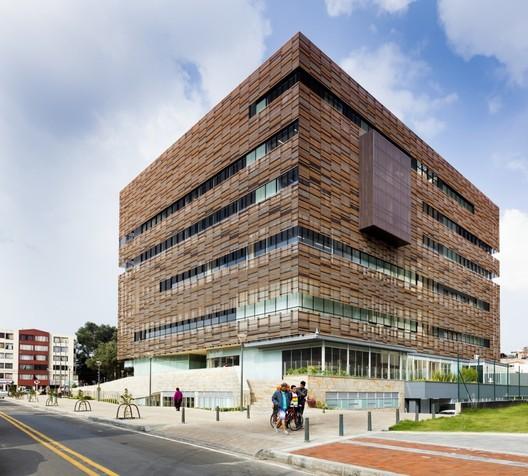 Cobre, terracota, acero corten y concreto aparente: Tendencias en revestimientos arquitectónicos