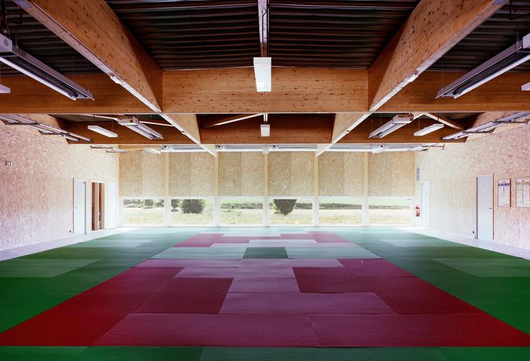 Sonzay's Sports Dojo / Bauchet de La Bouvrie Architects, © Simon Bauchet