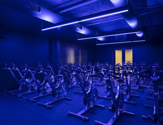 How Color-Tunable Lighting Affects Mood and Productivity
