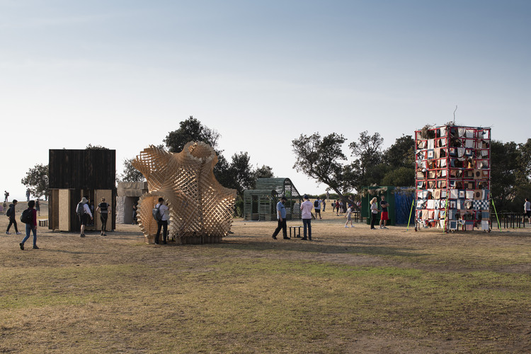 Succah by the Sea Temporary Outdoor Exhibition  / Office Feuerman, © Richard Glover