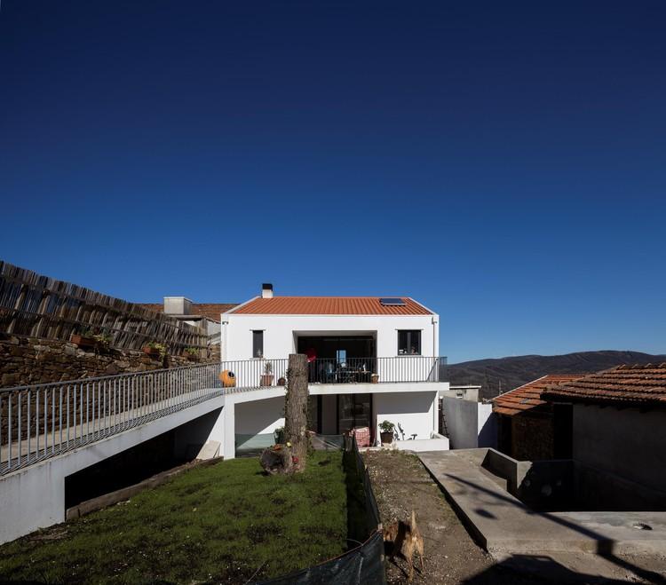 Casa de Neil e Kate Rowntree / ateliermob, © Fernando Guerra | FG+SG
