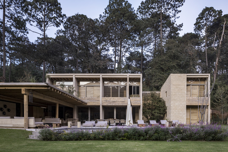 House in Avándaro / Taller Héctor Barroso, © César Béjar