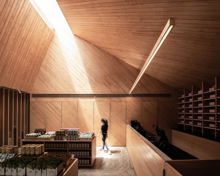 Choui Fong Tea Cafe 2 / IDIN Architects, © DOF Sky Ground