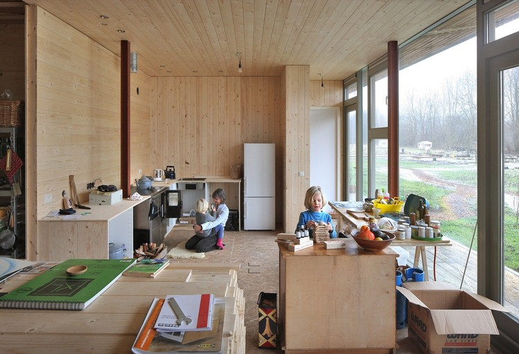"""Chiara Gambarana: """"El proceso de co-diseño debería ser imprescindible, las personas deberían estar capacitadas para diseñar sus propias soluciones"""", Oosterwold Complejo Co-living / bureau SLA. Image © Filip Dujardin"""