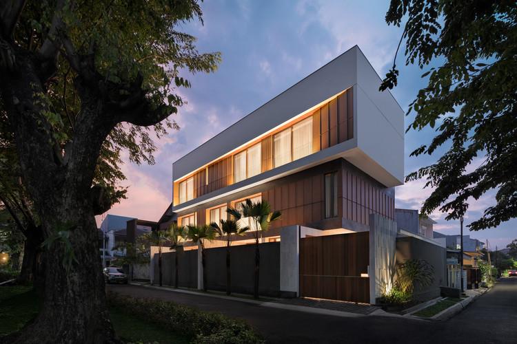 Casa Svastaka / Somia Design Studio, © Mario WIbowo