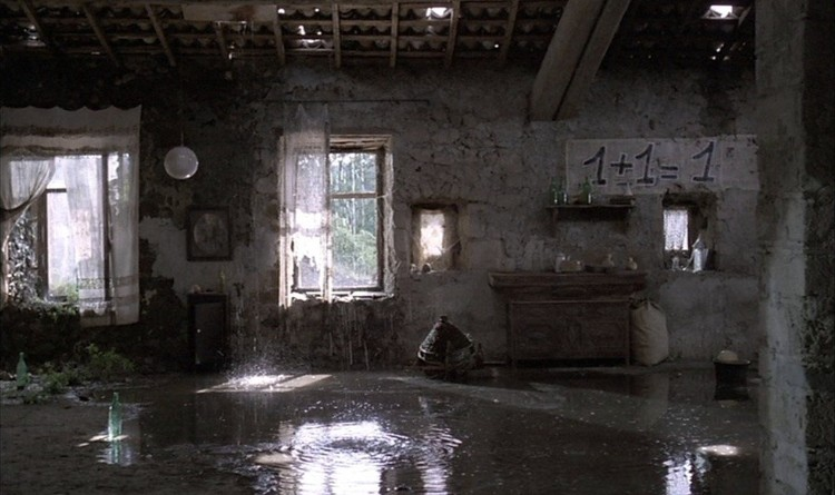 "Interiors in ""Nostalgia"". Screenshot"