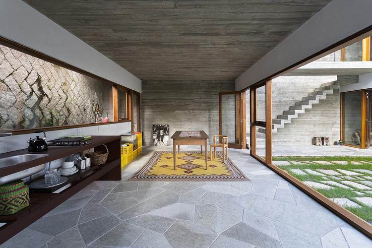 © Роналду Азамбужа. Каса да Лагоа / Бразилия Arquitetura
