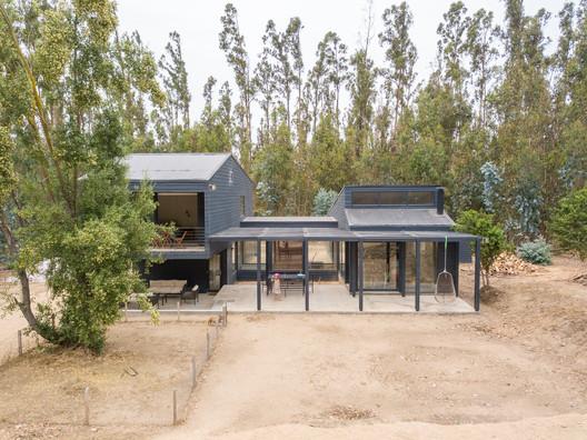 Casa Catapilco / Claro + Westendarp Arquitectos + Benjamin Goñi Arquitectos