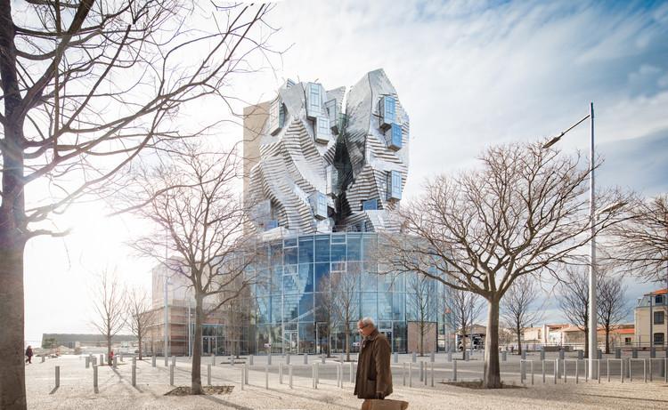 Série de fotos mostra a nova torre projetada por Frank Gehry no sul da França em obras, © AVH/ Vincent Hecht