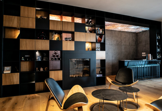 Francis Apartment / Hatch Architects & Planners