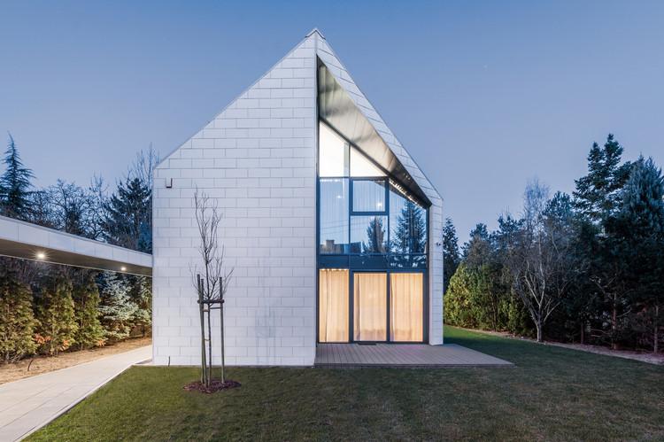 The Cutting-Edge House  / PAG Pracownia Architektury Glowacki, © Maciej Lulko