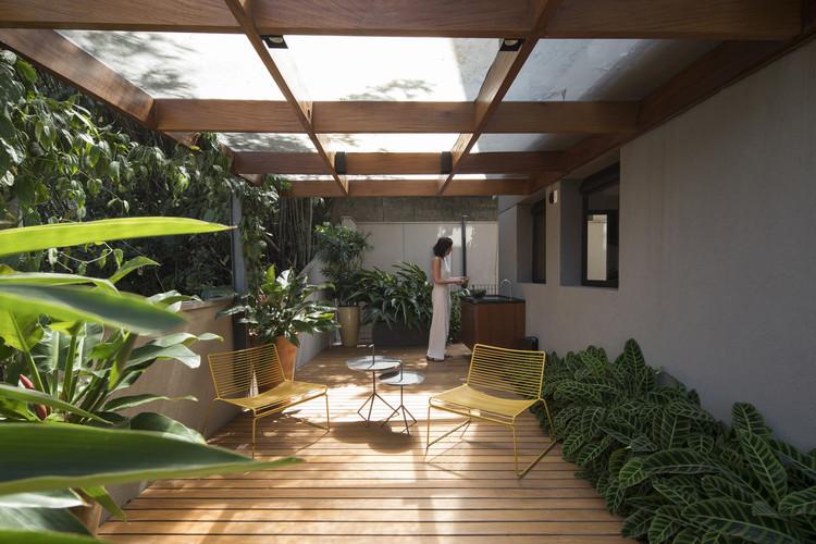 Apartamento FLO / Marina Portolano Arquitetura + Flavia Torres Arquitetura, © Maíra Acayaba