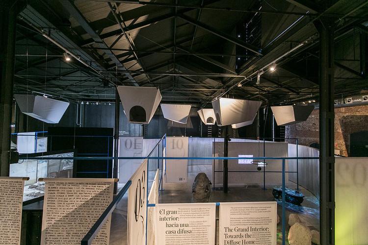 Doce fábulas urbanas, exposición en Matadero Madrid, © Lukasz Michalak / Estudio Perplejo