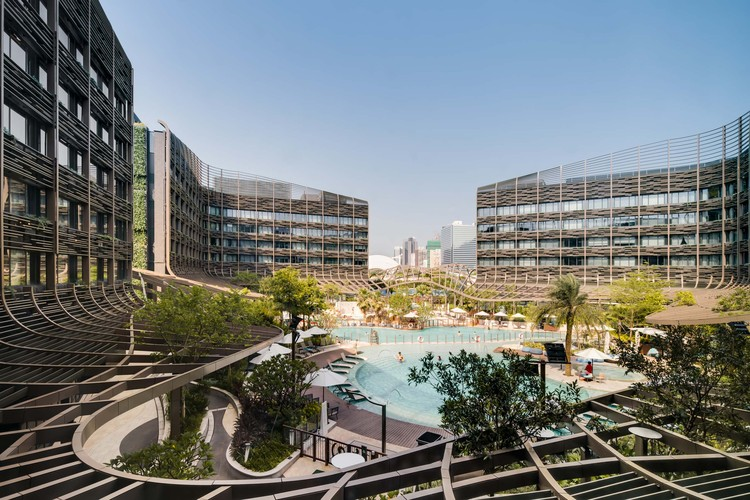 Ocean Park Marriott Hotel / Aedas, Internal facade and trellised canopy surrounding pool area. Image © Kris Provoost