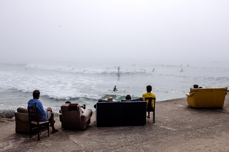 """Exposição """"O Mar é a Nossa Terra"""" ocupa a Garagem Sul no Centro Cultural de Belém em Lisboa, O surf e a cidade, Figueira da Foz, Gliding Barnacles, 2016. Fotografia José Pedro Alvarez"""