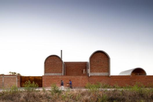 Casa Guanajal / Cubo Rojo Arquitectura