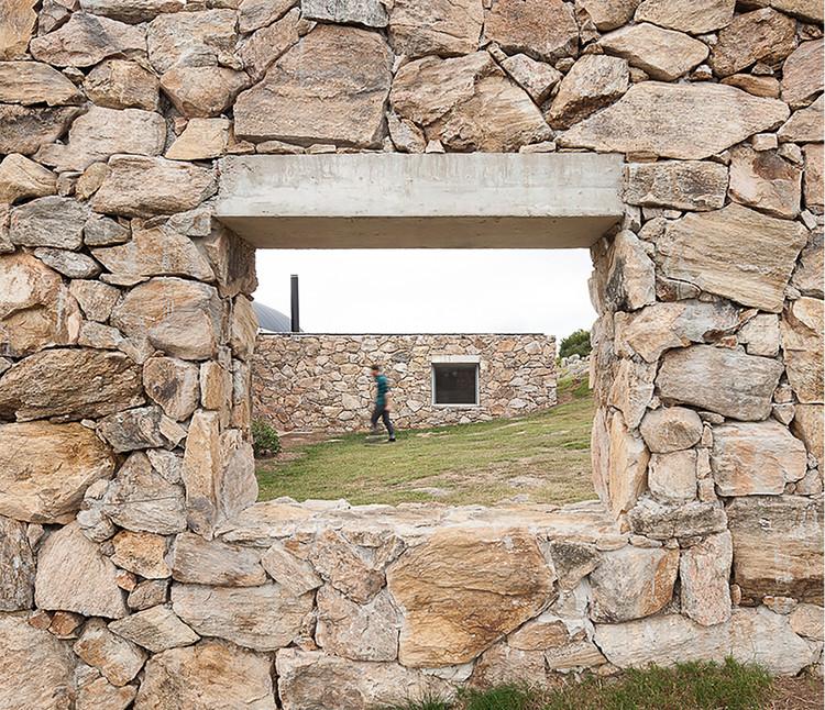 Casas con piedra en Uruguay: utilización del material en interiores y exteriores, Casa Calera del Rey / gualano + gualano: arquitectos. Image © Federico Cairoli