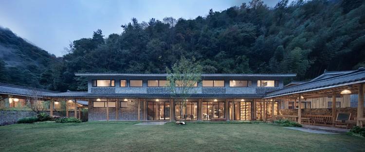 In Time hotel / ZhiXing Architects, multifuctional inner courtyard. Image © Yuanxiang Chen